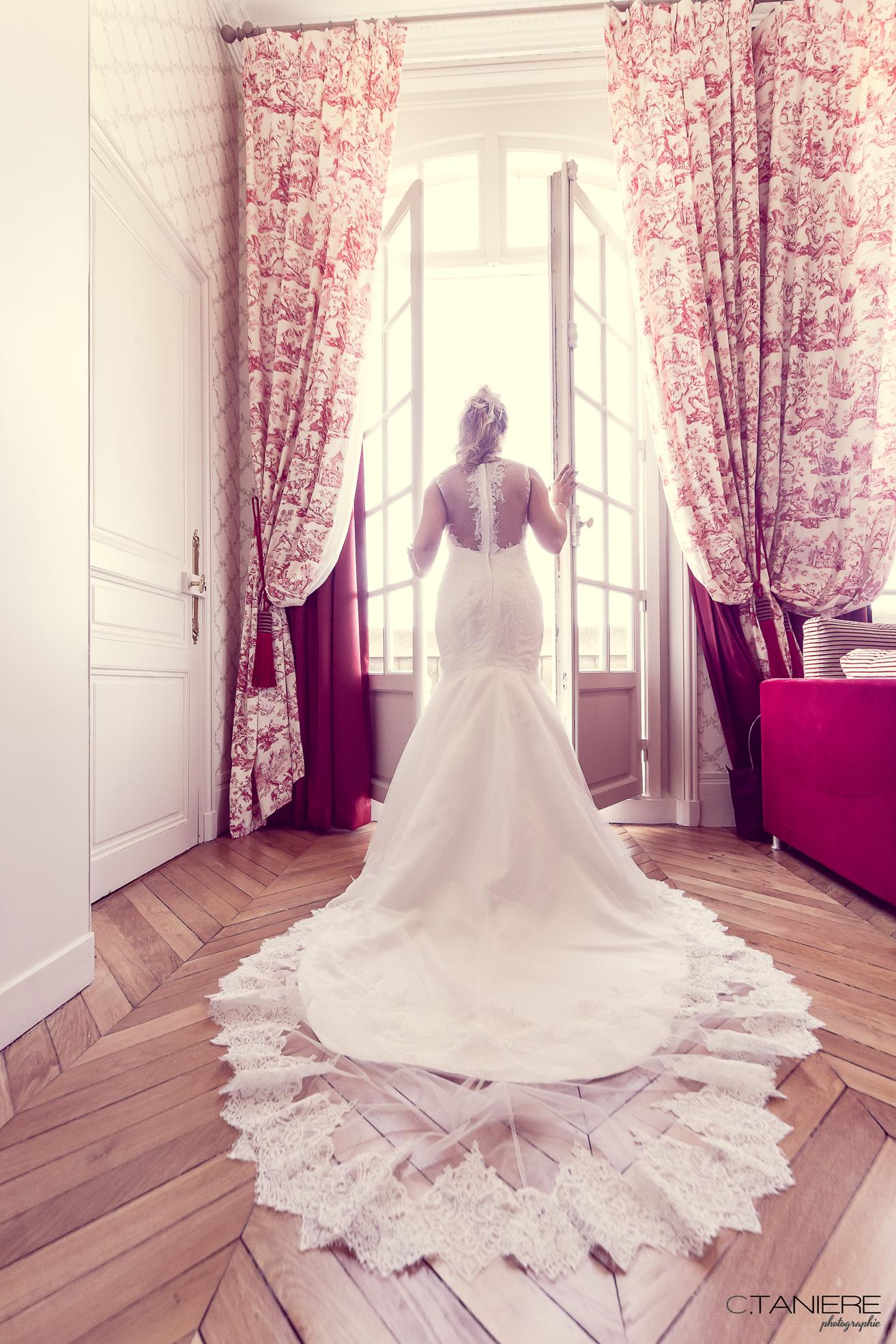 18b-mariée-fenetre