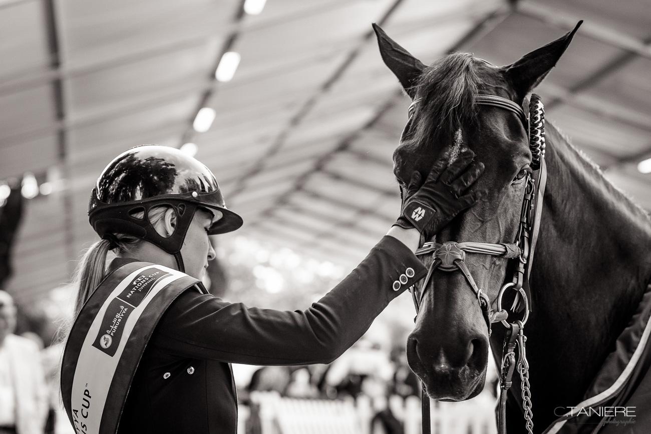 Jessica Mendoza-caresse-cheval